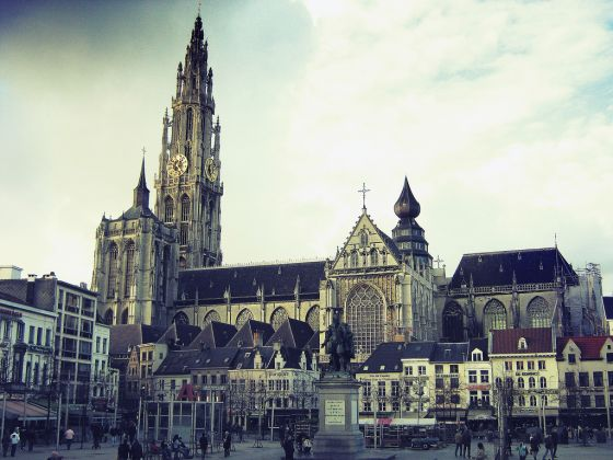 Cathedral Antwerp (by Nils Geylen)